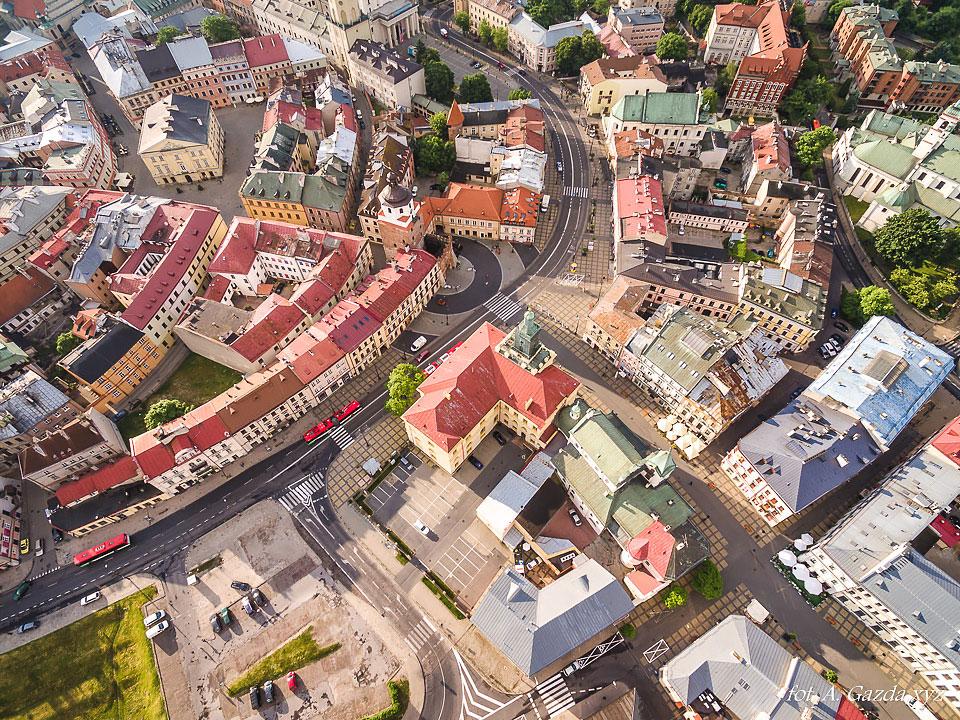 Brama krakowska i stare miasto - Lublin z lotu ptaka