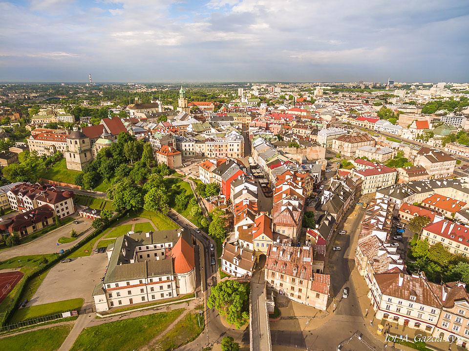 Brama grodzka i stare miasto  - Lublin z lotu ptaka