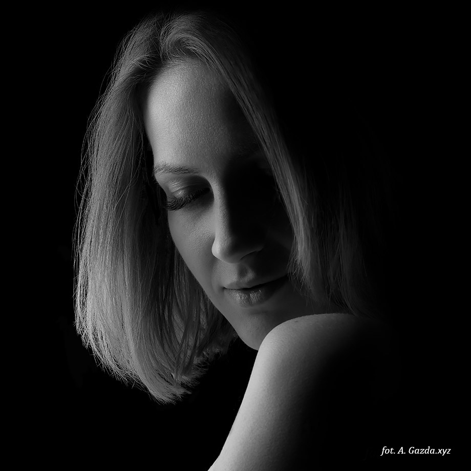 Portret kobiety czarno-biały